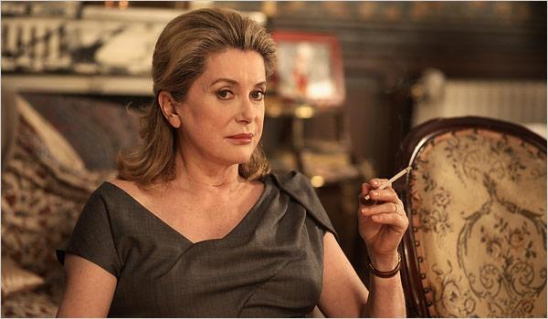 actress smoking